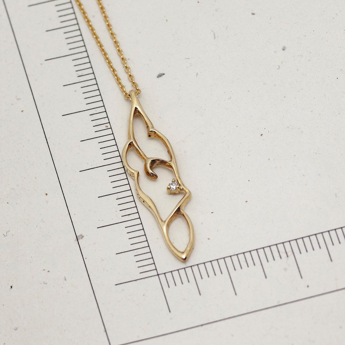 アラベスクのゴールドネックレス