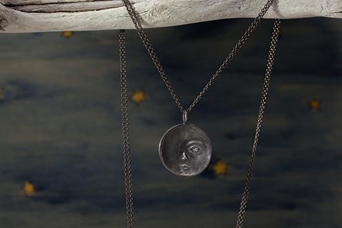 新月の燻しシルバーネックレス