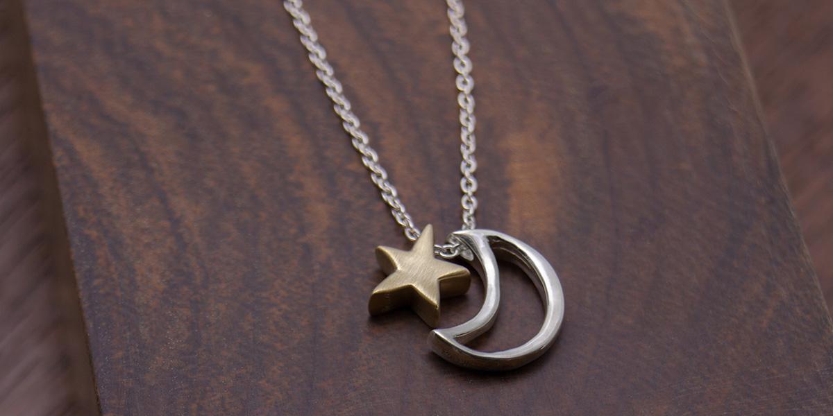星と月のネックレス