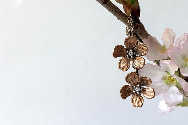 一輪の桜のネックレス